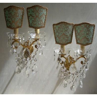 Coppia di Appliques Vintage a 2 Luci in Bronzo Dorato e Gocce con Ventoline in Tessuto Fortuny