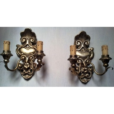 Antica Coppia di Appliques in Legno Intagliato e Dorato con Ventoline in Tessuto Fortuny Bianco e Oro