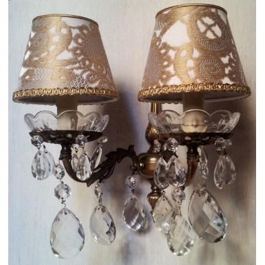 Coppia di Appliques Vintage a 2 Luci in Bronzo e Gocce con Imperini in Tessuto Rubelli