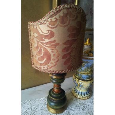 Lume Vintage in Legno Laccato Verde e Oro con Paralume in Tessuto Fortuny Sevigne