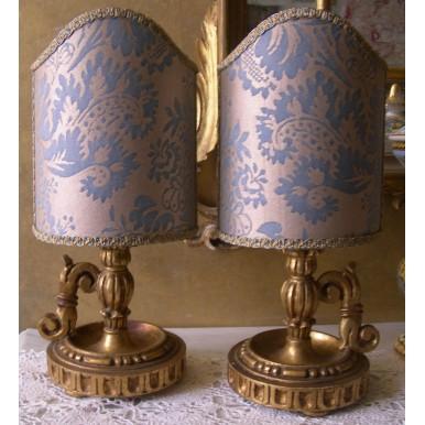 Paire de Lampes Anciennes à Bougie en Bois Doré avec Abat Jour en Tissu Fortuny Bleu Clair et Or