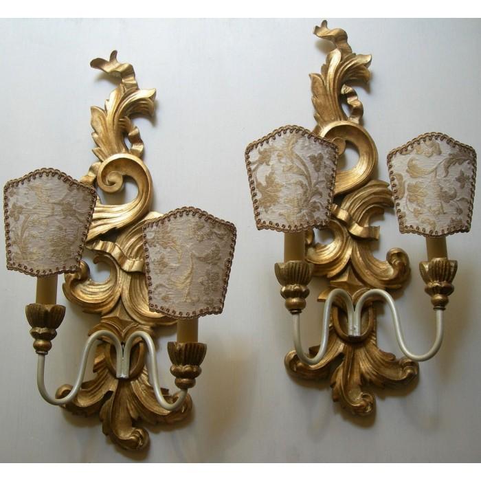 Coppia di Appliques Vintage in Legno Intagliato e Dorato con Ventoline in Tessuto Rubelli Avorio e Oro