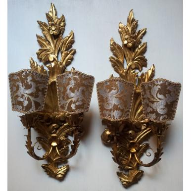 Ancienne Paire d'Appliques en Bois Sculpté et Doré avec Abat Jour en Tissu Rubelli Bronze et Argent