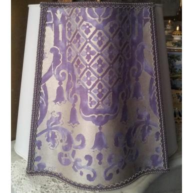 Abat Jour Demi Florentin Tissu Fortuny Carnavalet Violet et Or