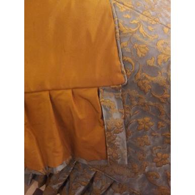 Copriletto in Tessuto Jacquard di Seta Rubelli Les Indes Galantes Azzurro e Oro