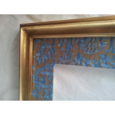 Cornice Legno Dorata con Passepartout in Tessuto Fortuny Orsini Azzurro e Oro