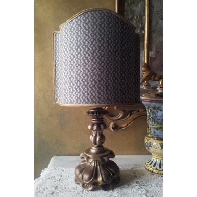 Ancienne Lampe de Table en Bois Sculpté et Argenté avec Abat Jour en Tissu Fortuny Tapa