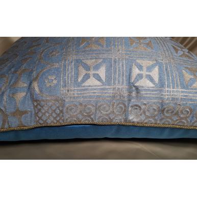Housse de Coussin Fait Main en Tissu Fortuny Ashanti Bleu Clair et Or