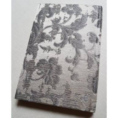 Quaderno con Copertina Rivestita in Tessuto Jacquard di Seta Rubelli Les Indes Galantes Avorio e Argento