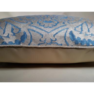 Housse de Coussin Fait Main en Tissu Fortuny Nicolo Bleu et Or
