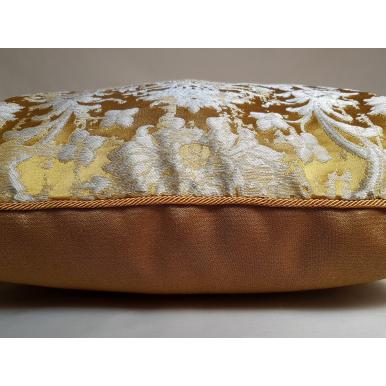 Fodera per Cuscino in Tessuto Jacquard di Seta Rubelli Les Indes Galantes Oro
