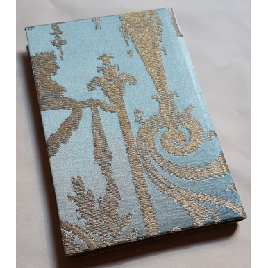 Quaderno con Copertina Rivestita in Tessuto Broccato di Seta Rubelli Aida Blu e Oro