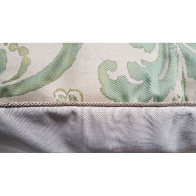 Fodera per Cuscino in Tessuto Fortuny Carnavalet Verde Celadon e Beige