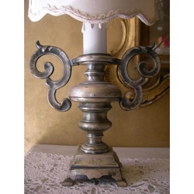 Coppia di Antiche Lampade in Metallo Argentato con Paralume Dipinto a Mano