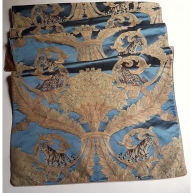 Chemin de Table Fait Main en Tissu Damas de Soie Rubelli Sandokan Bleu